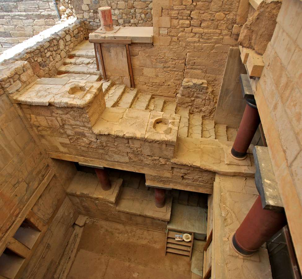 knossos-palace-in-crete-2